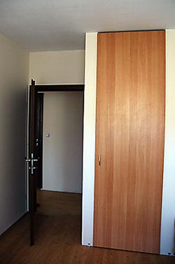 Стаите са декорирани, вградените гардероби са част от проекта и пестят пространство