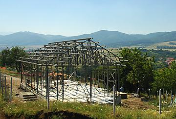 Завършена носеща конструкция на едноетажна сграда