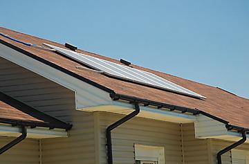 Вентилируем покрив с битумни керемиди, отводняването е изпълнено с РVС улуци